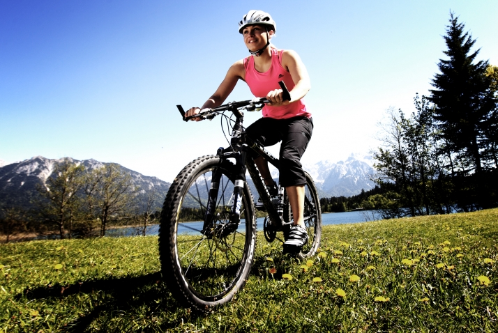 Magdalena Neuner bike 714x478 - Sports