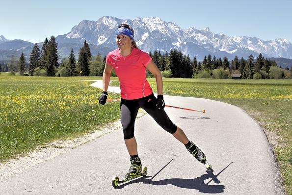 Magdalena Neuner für Joka vor Zugspitzmassiv 595x397 - Sports