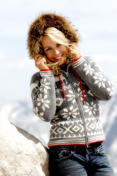 Magdalena Neuner in Bogner 1 374x562 - Fashion/Beauty